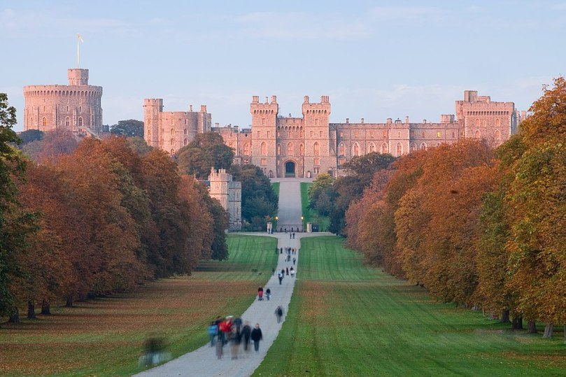 1024px-Windsor_Castle_at_Sunset_-_Nov_2006