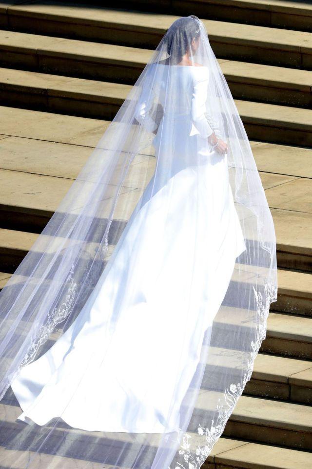 meghan-markle-royal-wedding-dress-1526730077