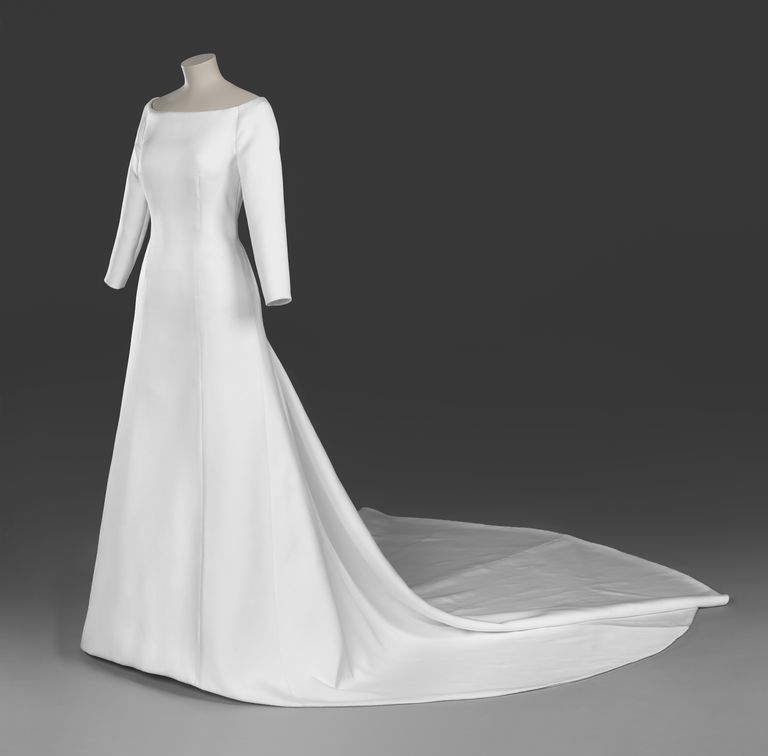 meghan-markle-wedding-dress-1535470515