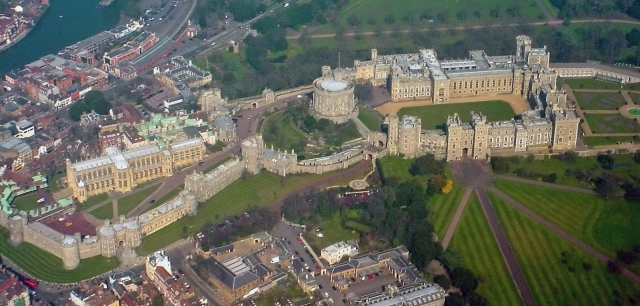 Windsor_Castle_from_the_Air_wideangle
