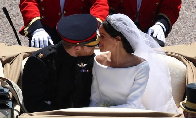 carriage kiss