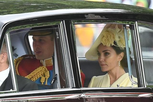 14530116-7118665-The_Duke_and_Duchess_of_Cambridge_arrived_shortly_after_William_-a-19_1560016194069