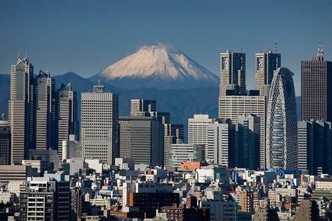 tokyo-shinjuku-city-skyline-mount-fuji-japan