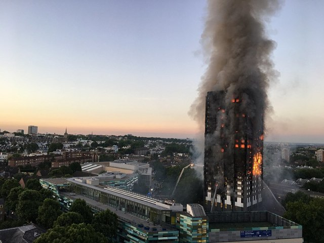 800px-Grenfell_Tower_fire_(wider_view)