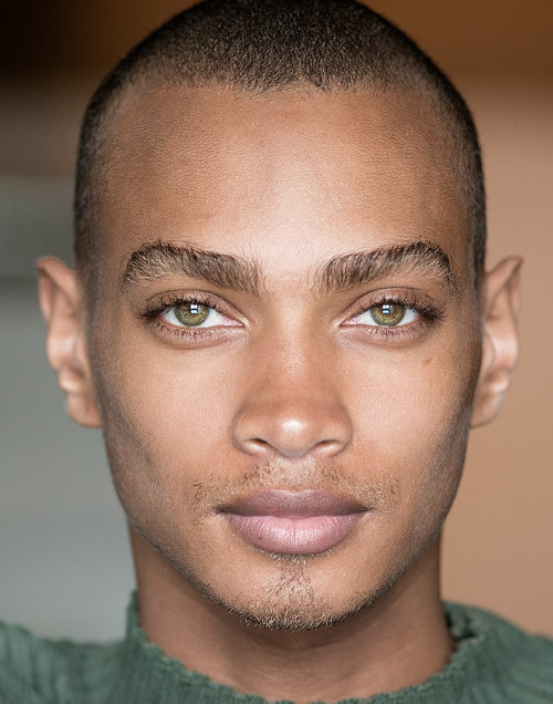 Daje-Barbour-hazel-brown-eyes