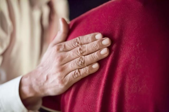 reassuring-hand-on-back