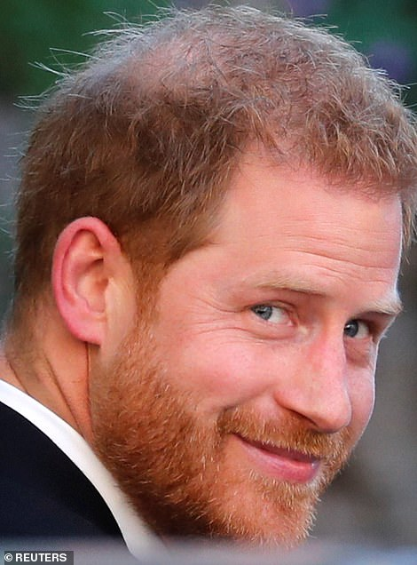18729926-7486653-Prince_Harry_smiles_as_he_arrives_at_the_he_wedding_of_fashion_d-a-6_1569027376555