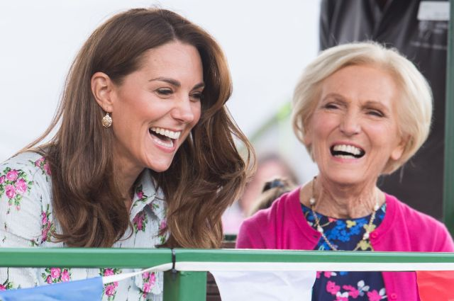 catherine-duchess-of-cambridge-and-mary-berry-attend-the-news-photo-1574091283