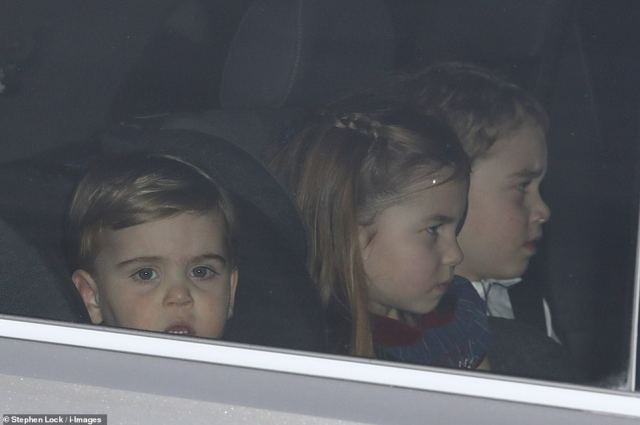 22406802-7805503-Prince_Louis_Princess_Charlotte_and_Prince_George_leave_the_Quee-a-1_1576685965949